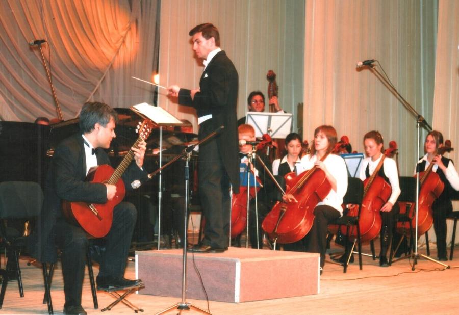 В.І.Доценко виступає на 85-річному ювілеї школи