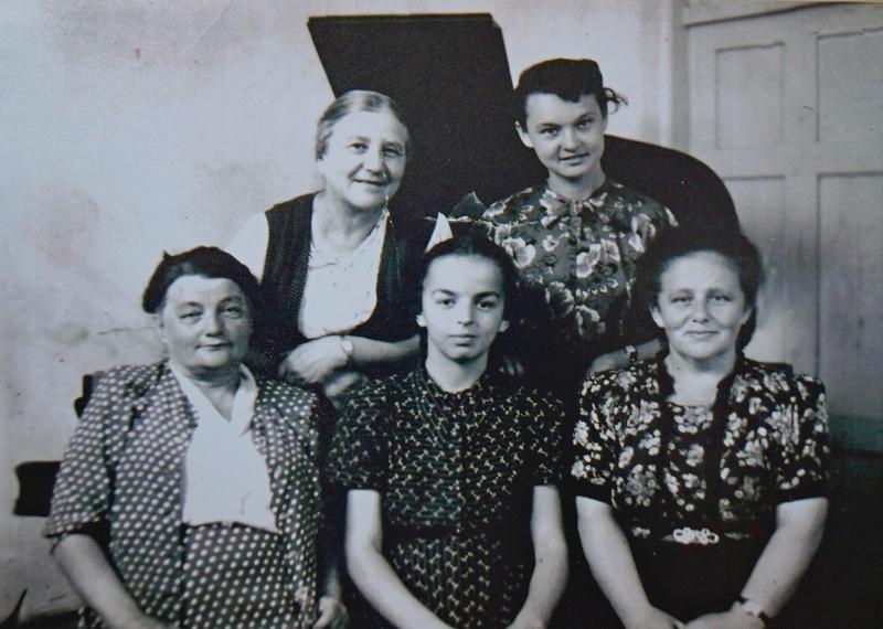 Л.Гурченко поряд зі своїм викладачем співу Тафт М.В. ДМШ № 1 ім. Л.Бетховена. Початок 50-х рр. ХХ ст.